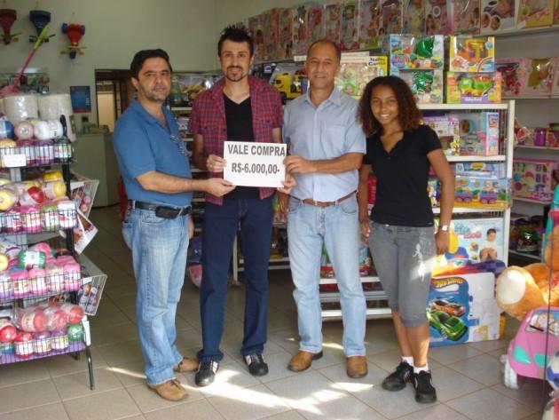 ACE FAZ ENTREGA 1º PRÊMIO - NATAL QUE VALE 2010